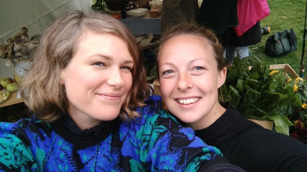 Bilden visar Cecilia och Monica, som arbetar med Landet Oss.