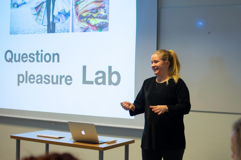 Corina från Värt presenterar