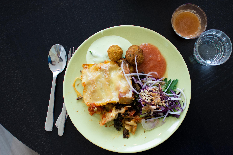 Tallrik med mat som lagats tillsammans